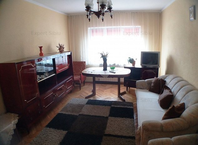 VAND apartament 3 camere decomandat,zona Vasile Aaron - imaginea 1