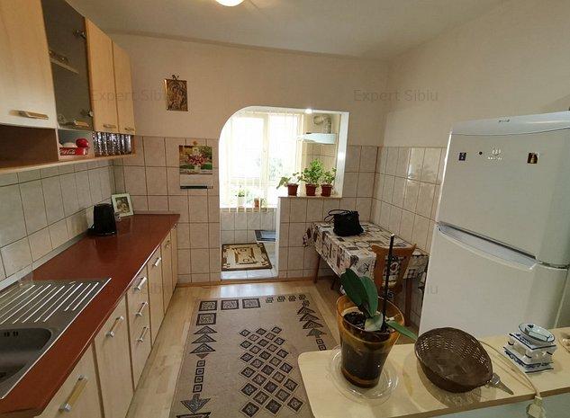 INCHIRIEZ apartament 2 camere decomandat ,zona Valea Aurie  - imaginea 1