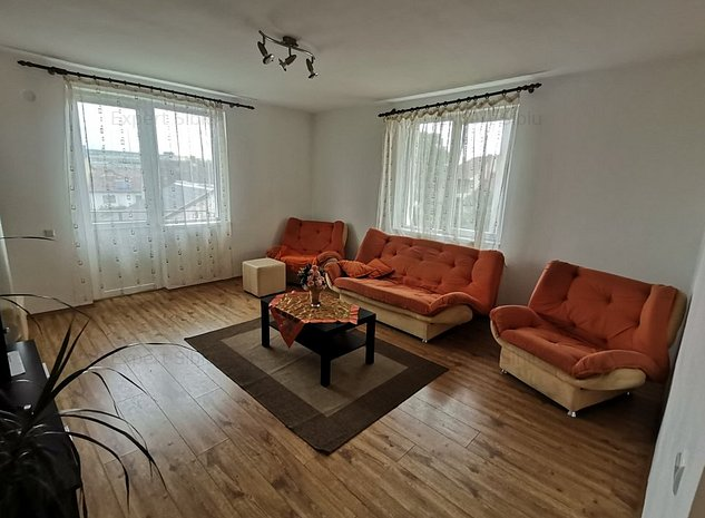 INCHIRIEZ  apartament 2 camere decomandat ,renovat,zona Strand - imaginea 1