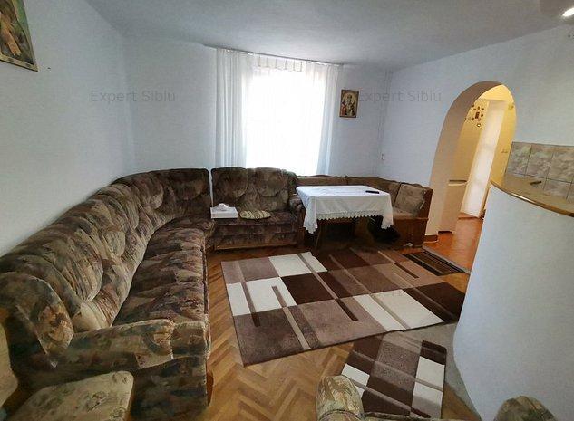 INCHIRIEZ casa 3 camere tip duplex,cu garaj,zona Calea Poplacii - imaginea 1