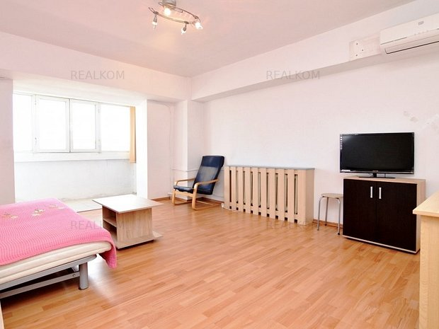 www.RealKom.ro: Apartament 3 camere de vanzare Decebal
