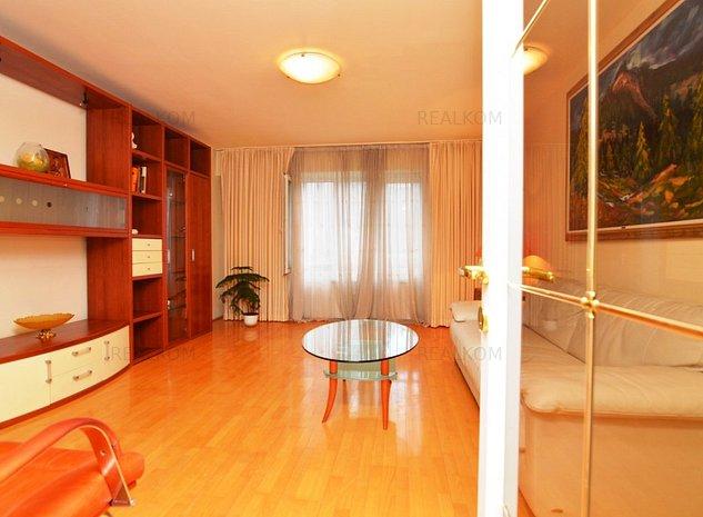 www.RealKom.ro: Apartament 3 camere de vanzare Unirii