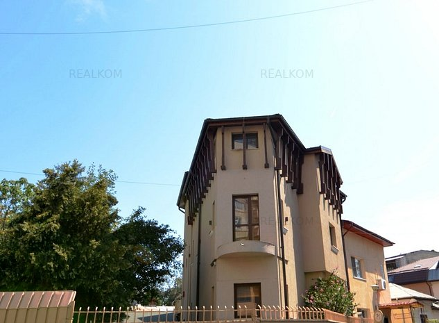 www.RealKom.ro: Vila 7 camere de inchiriat Unirii