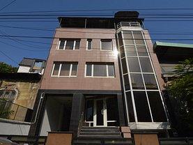 Casa de vânzare 11 camere, în Bucureşti, zona Parcul Carol