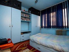 Apartament de vânzare 3 camere, în Arad, zona Aurel Vlaicu