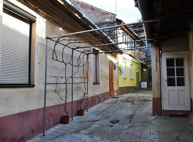 Apartament 3 camere de vanzare Str. Noua - Sibiu - imaginea 1