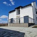 Casa de închiriat 4 camere, în Roşia