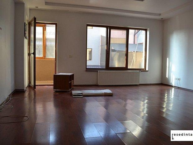 Apartament cu 3 camere deosebit si luminos. - imaginea 1