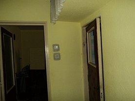 Apartament de vânzare 3 camere, în Ramnicu Valcea, zona Ostroveni
