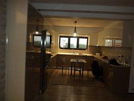 Apartament de închiriat 3 camere, în Ramnicu Valcea, zona Sud