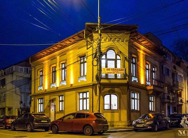 Clădire cu arhitectură neoclasică, din perioada interbelică - imaginea 1