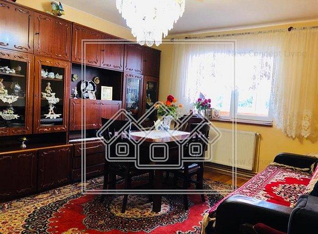 Apartament de vanzare in Sibiu - 3 camere, balcon si pivnita - imaginea 1