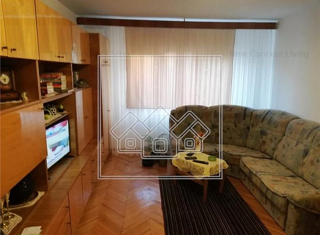 Apartament de vanzare in Sibiu - Calea Dumbravii - etaj intermediar - imaginea 1