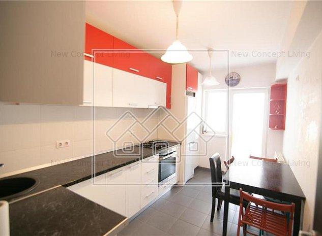 Apartament de vanzare in Sibiu- 3 camere si 2 balcoane-Calea Cisnadiei - imaginea 1