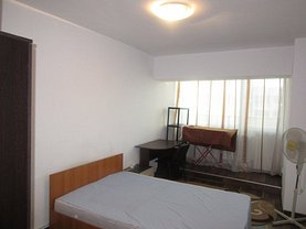Apartament de închiriat 3 camere, în Iaşi, zona Centru Civic