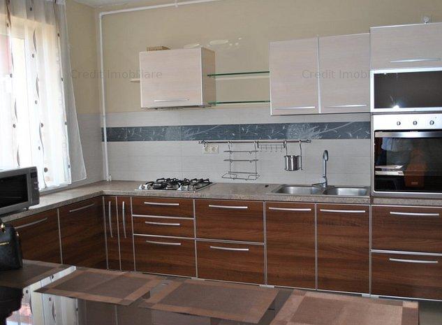 Apartament trei camere situat in Centrul Istoic - imaginea 1