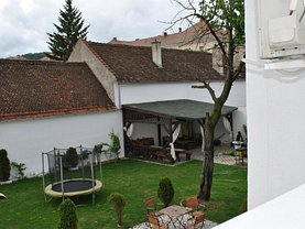 Casa de vânzare sau de închiriat 42 camere, în Brasov, zona Centrul Istoric