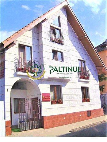 Vila + teren 4 camere  in zona Centrala - imaginea 1
