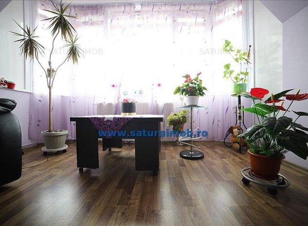 Vanzare apartament 3 camere decomandat zona Piata Tractorul - imaginea 1
