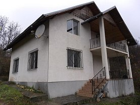 Casa de vânzare 4 camere, în Pucioasa, zona Central
