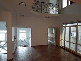 Casa de închiriat 7 camere, în Pitesti, zona Banat