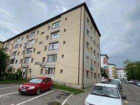 Apartament de vânzare 3 camere, în Titu