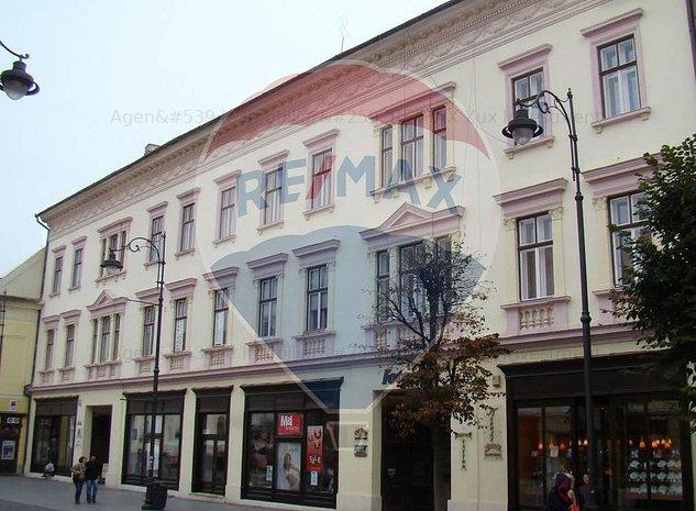 Apartament cu 4 camere in zona Central - imaginea 1