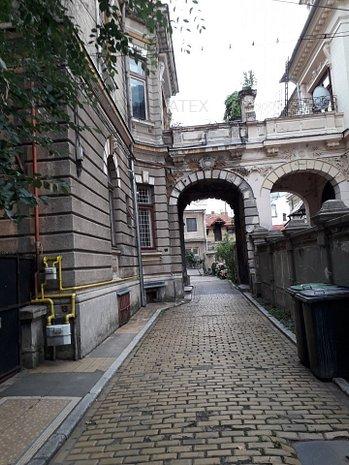 Romana - Universitate, Thomas Masaryk - imaginea 1