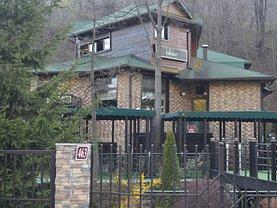 Casa de vânzare sau de închiriat 15 camere, în Simon