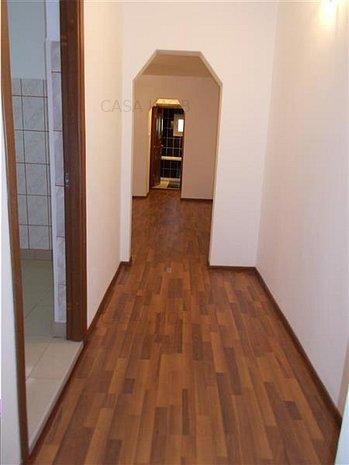 Apartament 3 camere, confort 1, SU=63 mp, micro 4 Targoviste - imaginea 1