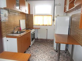 Apartament de vânzare 3 camere, în Targoviste, zona Aleea Trandafirilor