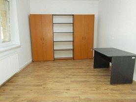 Apartament de închiriat 3 camere, în Târgovişte, zona Micro 10