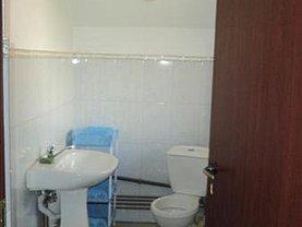 Casa de închiriat 8 camere, în Targoviste, zona Micro 2