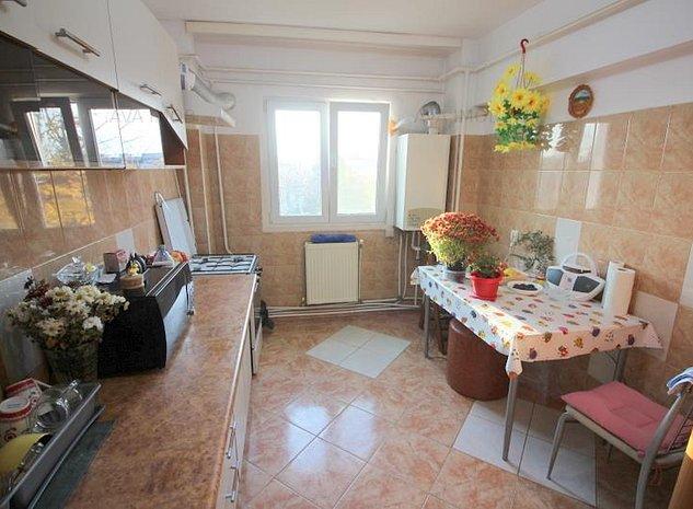 Apartament 3 camere decomandate, zona Nord - imaginea 1