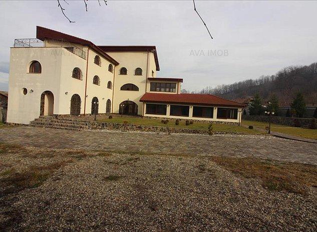 Vila S+P+2E, 7 dormitoare, teren 1300 mp Onesti - imaginea 1