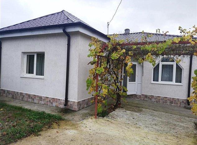 Casa cu 2 camere, 78 mp, renovata, zona Serbanesti - imaginea 1