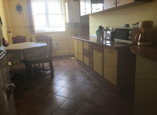 Apartament 4 camere Calea Calarasilor - Delea ! - imaginea 1