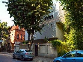Casa de vânzare sau de închiriat 10 camere, în Bucuresti, zona Vatra Luminoasa