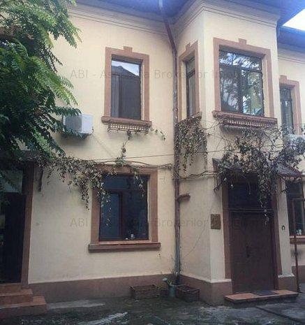 Casa Vila Curte Eminescu Dacia Mosilor Ardeleni - imaginea 1