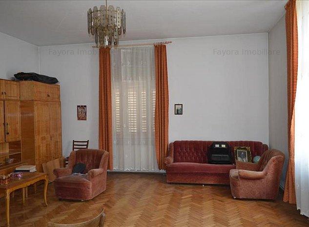 Casa de Vanzare, singur in curte in Zona Semicentrala - imaginea 1