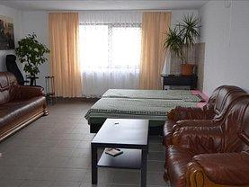 Casa de închiriat 3 camere, în Corunca, zona Central
