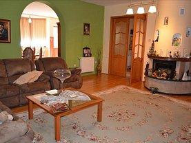 Casa de vânzare 8 camere, în Sângeorgiu de Mureş, zona Central