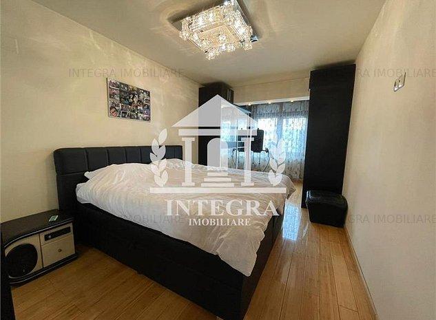 Apartament LUX 2 camere +LOC DE PARCARE in P-ta Mihai Viteazu - imaginea 1