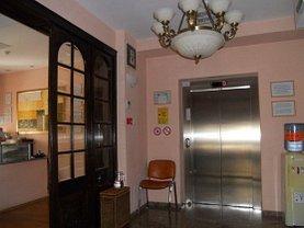 Casa de închiriat 20 camere, în Bucuresti, zona P-ta Victoriei