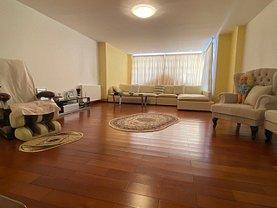 Casa de vânzare sau de închiriat 15 camere, în Bucureşti, zona Dacia