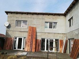 Casa de vânzare 11 camere, în Dinias