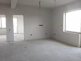 Apartament de vânzare 5 camere, în Cluj-Napoca, zona Bună Ziua