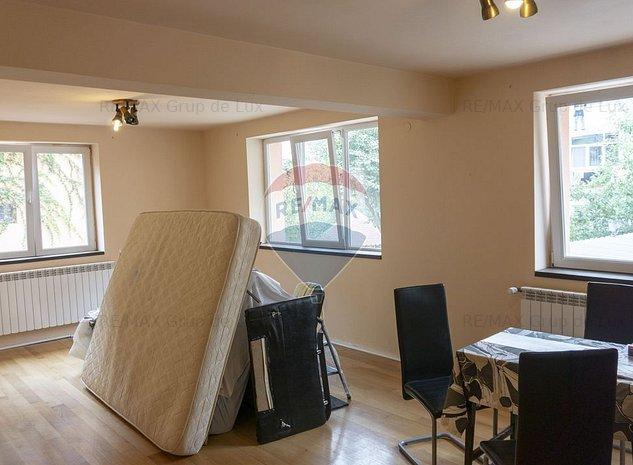 Apartament cu 3 camere de vanzare in zona Strand - imaginea 1