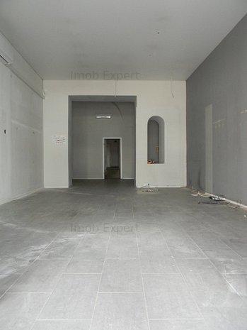 Inchiriez spatiu comercial in Centrul Istoric, Piata Sfatului - imaginea 1