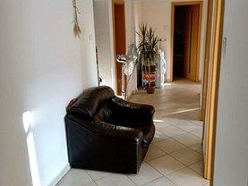 Apartament de vânzare 3 camere, în Braşov, zona Est